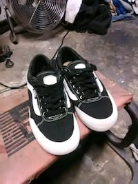 pair of black-and-white sneakers Fresno, 93705