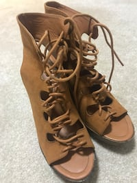 Tan sandals size 8.5  Burnaby, V5A