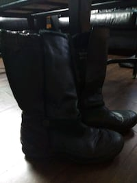 pair of black leather boots London, N6E 2B2