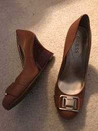 Pair of brown leather heeled shoes. Size 6 Guelph