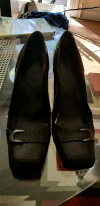 pair of black leather flats Edmonton, T5T 5Z3