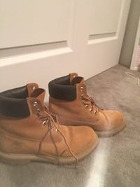 Pair of brown timberland work boots null, L2G 0H2