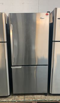 Beautiful whirlpool Bottom freezer fridge  Toronto, M6H 4C8