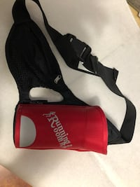 Running room water bottle holder with zip pouch Calgary, T2X 3B6