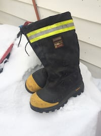 unpaired black and yellow duck boot 3118 km