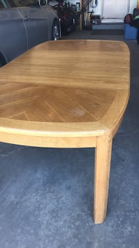 Solid oak dining table with two leaves Edmonton, T5T 4K8