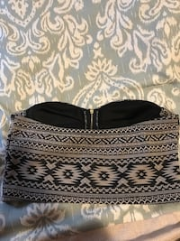 Patterned crop top/shirt-fits like a S/M St Catharines, L2N 2G4
