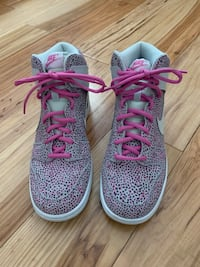 Nike women's 8.5 size gray and pink never worn purchased at Nordstrom's Pittsburgh, 15208