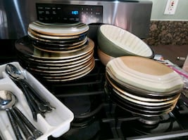 Random amount of plates n bowls with silverware