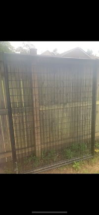 American Kennel in good condition comes with a door  Bryans Road, 20616
