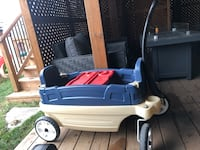 Wagon. Fits 2 kids. 2 cup holders and removable trays. 542 km