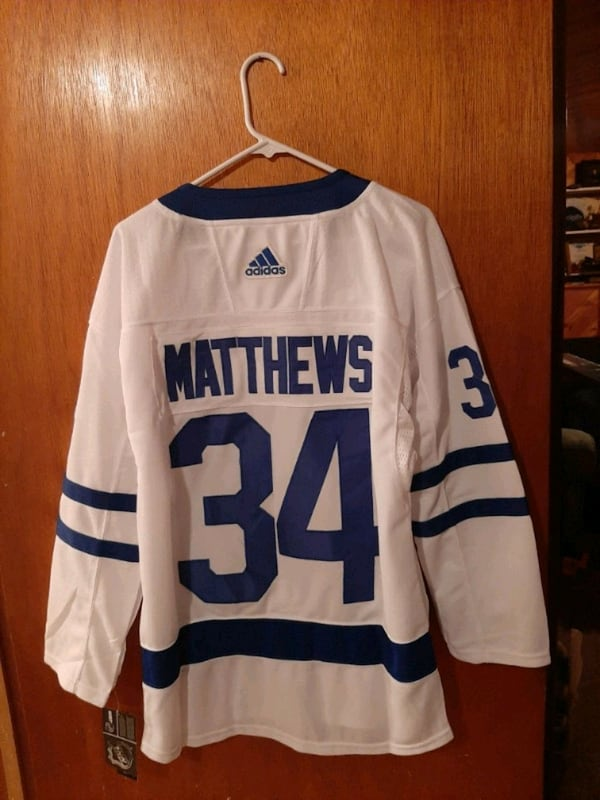 Austin Matthews Jersey size small new with tags  371baa46-7eaa-41b5-83e1-397e90c858c4