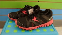 (323A) Girl's Sneakers REEBOK Size 5 YOUTH