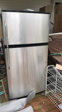 Fridge barely used works new Bohemia, 11716