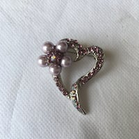 silver-colored clear gemstone heart shape accessory