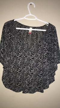 black and white scoop-neck long-sleeved shirt Calgary, T3K 0J8