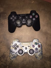 Ps3 jailbroken 2 controllers  Chicago, 60632