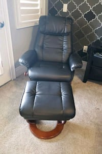 black leather padded rolling chair Brampton, L6P 2W3