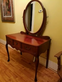 Antique vanity table Mooresville, 28115