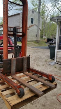 Hydraulic Lift Truck with Forks ( Infomation Below ;)