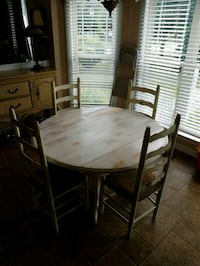 Table with 4 chairs and matching bar stool Salisbury, 28146