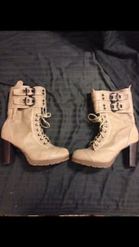 Size 9 lace up boots with a zipper on the side Melbourne, 32940