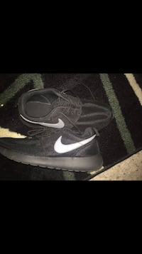 Size 7 Nike shoes  Tucker, 30084
