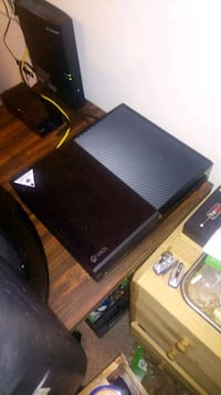 500gb Xbox one with game and controller Edmonton, T6H 5G1