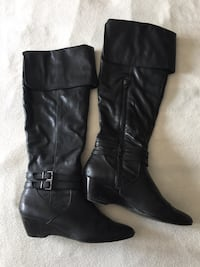 Woman's black leather knee high boots Mississauga, L5M 2Y9