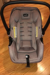 Evenflo Bucket Seat and Base Newmarket, L3Y 6G7