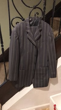 Black and gray pinstriped suit size 40 Davie, 33331