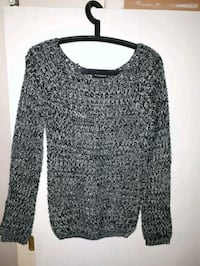 black and gray scoop neck long sleeve shirt Edmonton, T5L 0K9