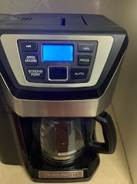 Coffee maker with builtin grinder