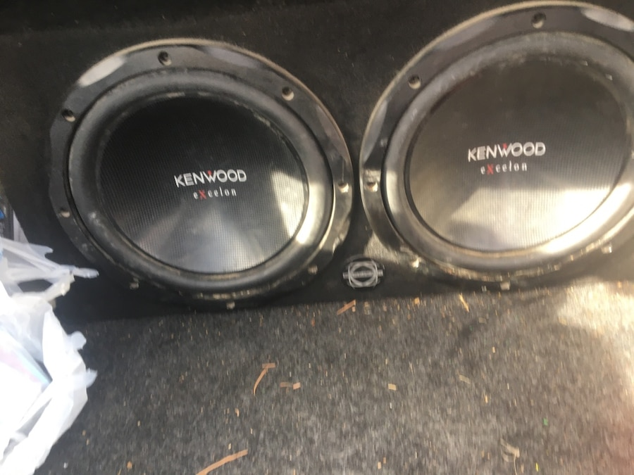 Photo Kenwood 2 12 subs in single box with original amp