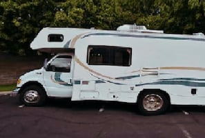 ...2002 Fleetwood Tioga Slide-Out Class C Motorhome..   ewg4twef