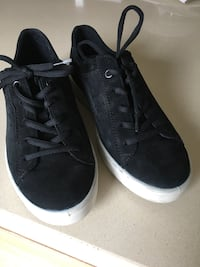 Ecco size 38 Pair of black low-top sneakers Vaughan, L6A 1R2