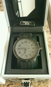 round silver analog watch with silver link bracelet in box Toronto, M9P 2R7
