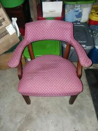 pink and brown wooden armchair Jefferson City, 65109