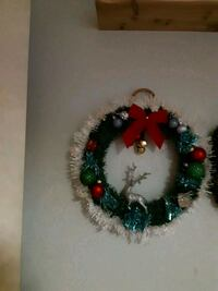 red and green Christmas wreath 506 km