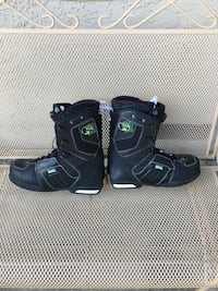 Snowboard boots 13.5