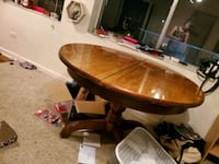 Round dining room table Knoxville, 37916