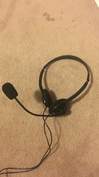 black and gray corded headset Milton, L9T 0Y4