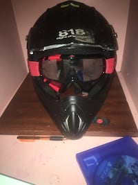 black and red full-face helmet Boyds, 20841