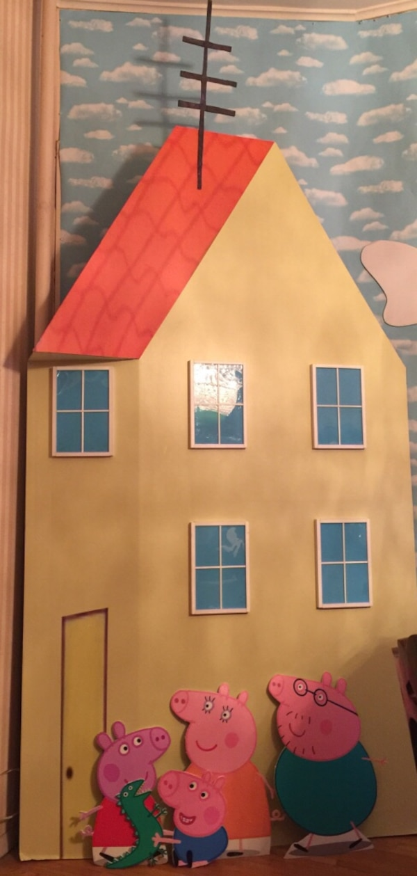 Peppa Pig House And Decorations