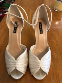 Worn once size 7 wedding or special occasions shoes Huntington Beach, 92648