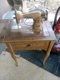 Fleetwood sewing machine 47$ Fairfax, 22032