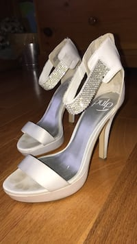 White heels with silver rhinestones Burlington, L7L 6T9