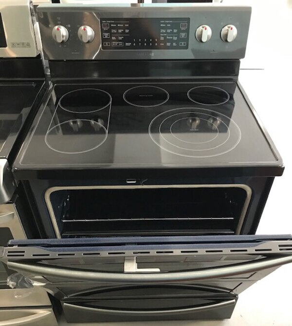 New Samsung Dark Stainless glass top stove 8a7041c6-835f-47fb-bba8-44d69cc4dd21