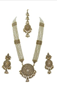 two gold-colored necklaces Laval, H7W 1Y2