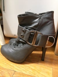 Women's size 6 gray ankle boots